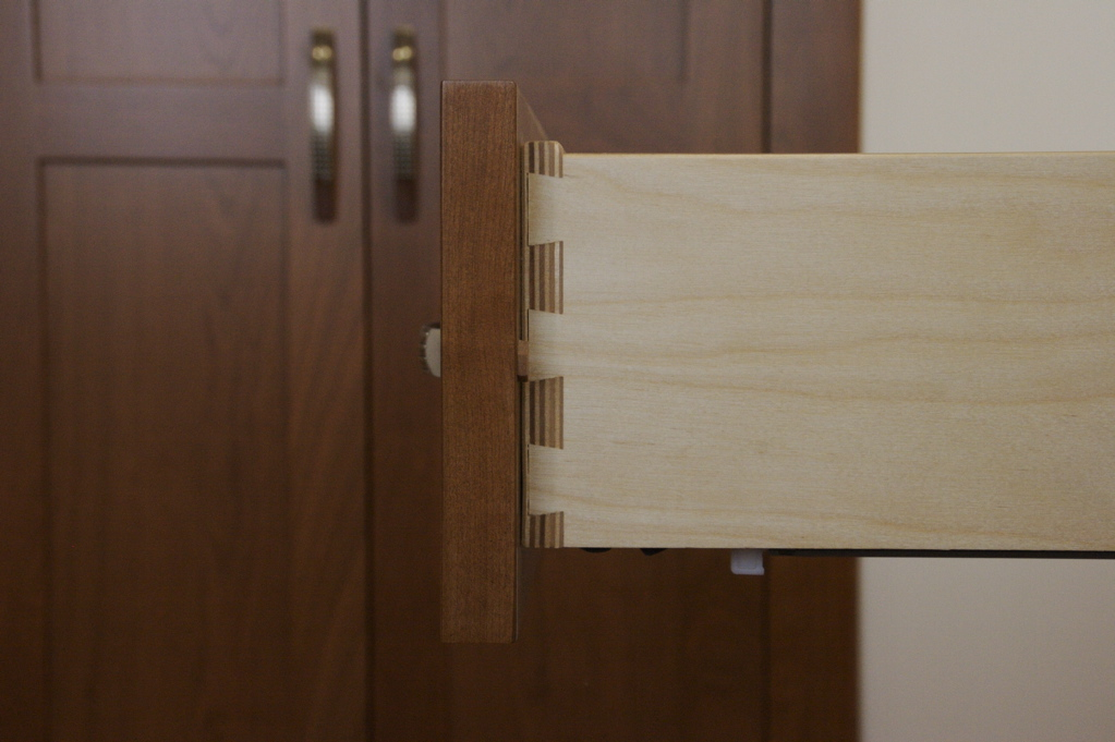 Solid Maple Or Plywood Dovetail Drawers In Custom Kitchen Cabinets