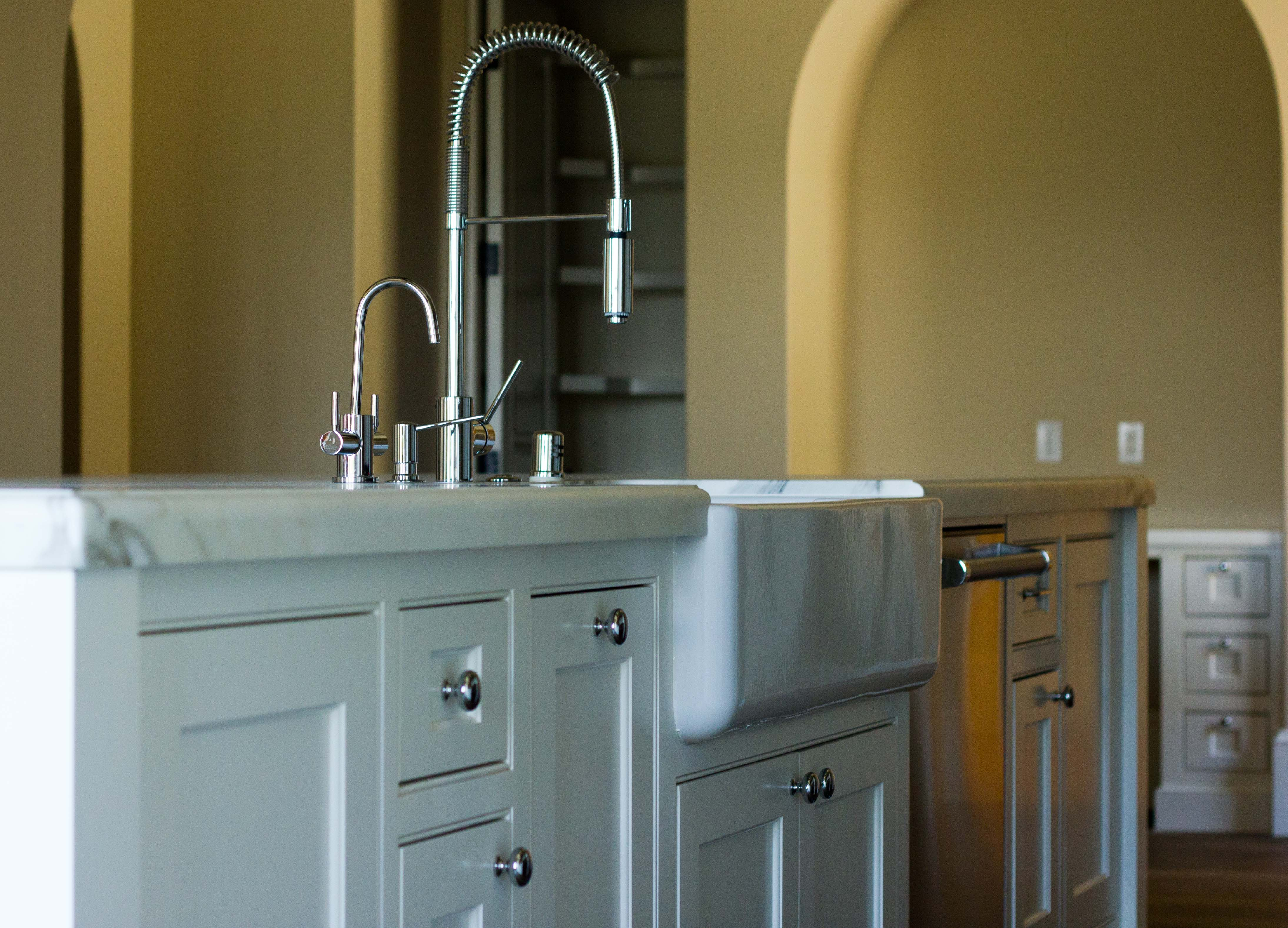 Flush fit island with farmhouse sink